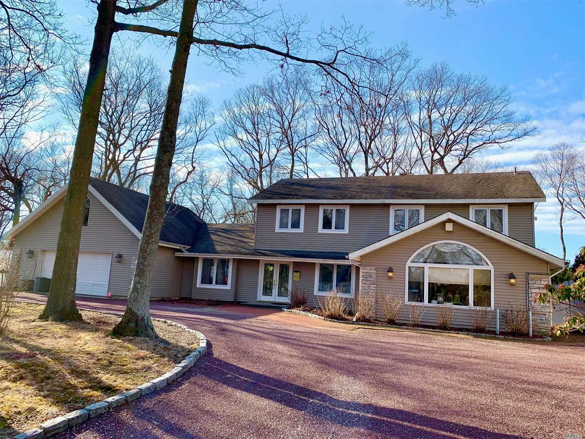 Residenziale in 10 Russet Ln, Lake Grove, NY ,11755