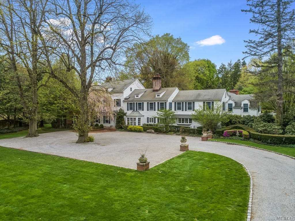Residenziale in 8 Chicken Valley Rd, Old Brookville, NY ,11545