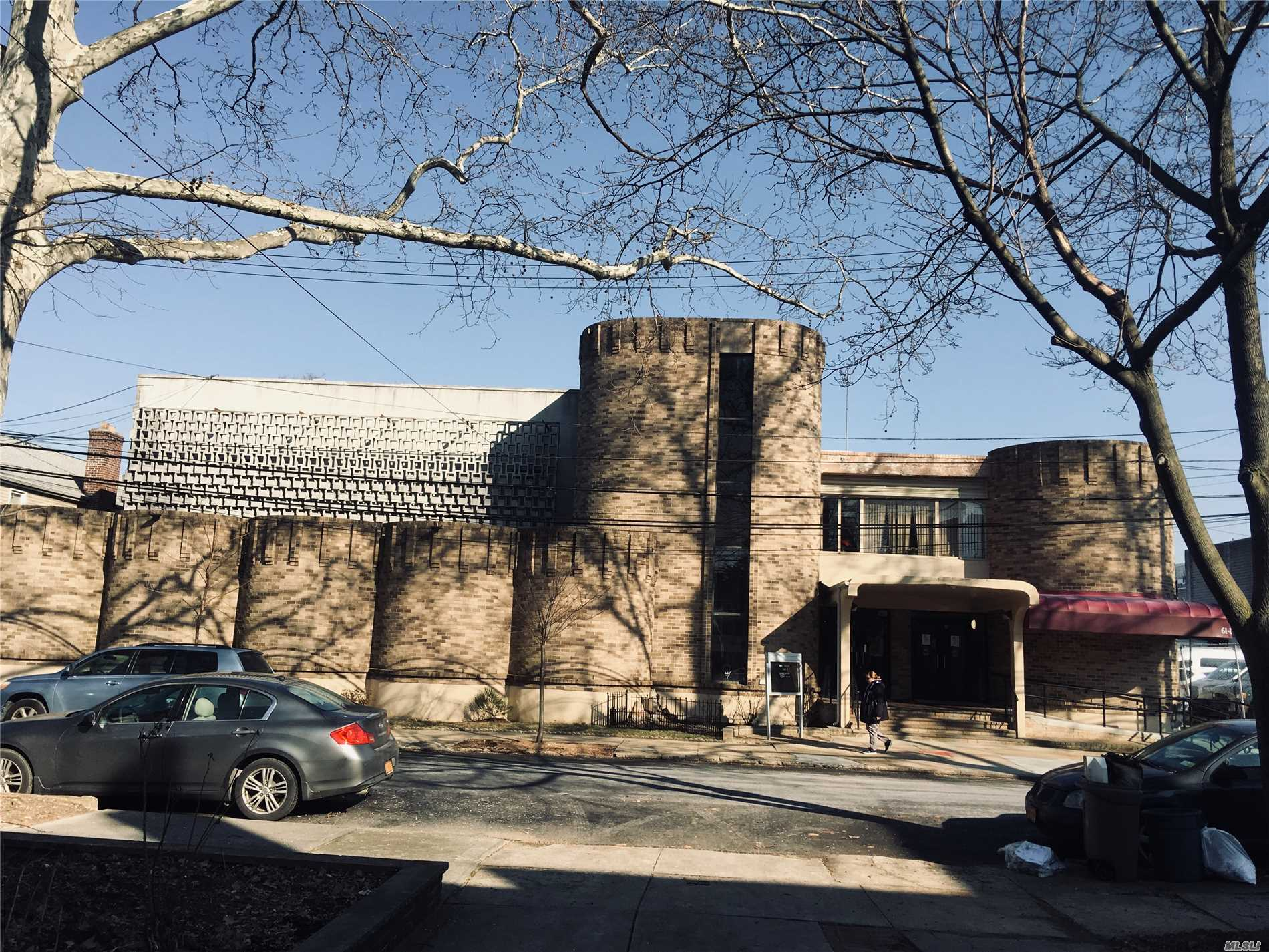 Acquisto commerciale in 61-35 220th St, Bayside, NY ,11364