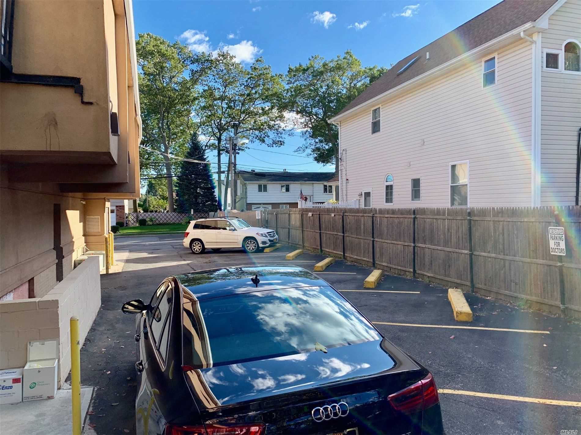 Acquisto commerciale in 1061 Broadway N, Massapequa, NY ,11758