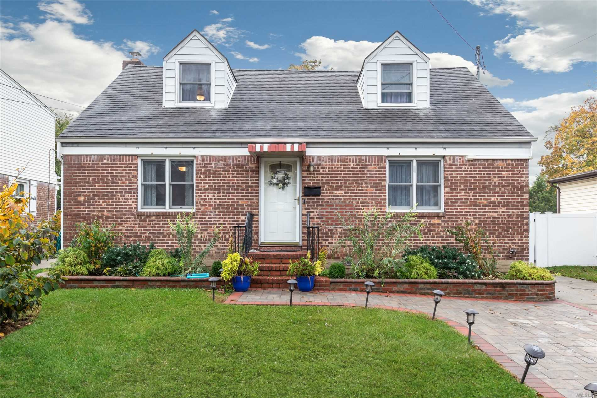 Residenziale in 93 Roosevelt Ct, Carle Place, NY ,11514