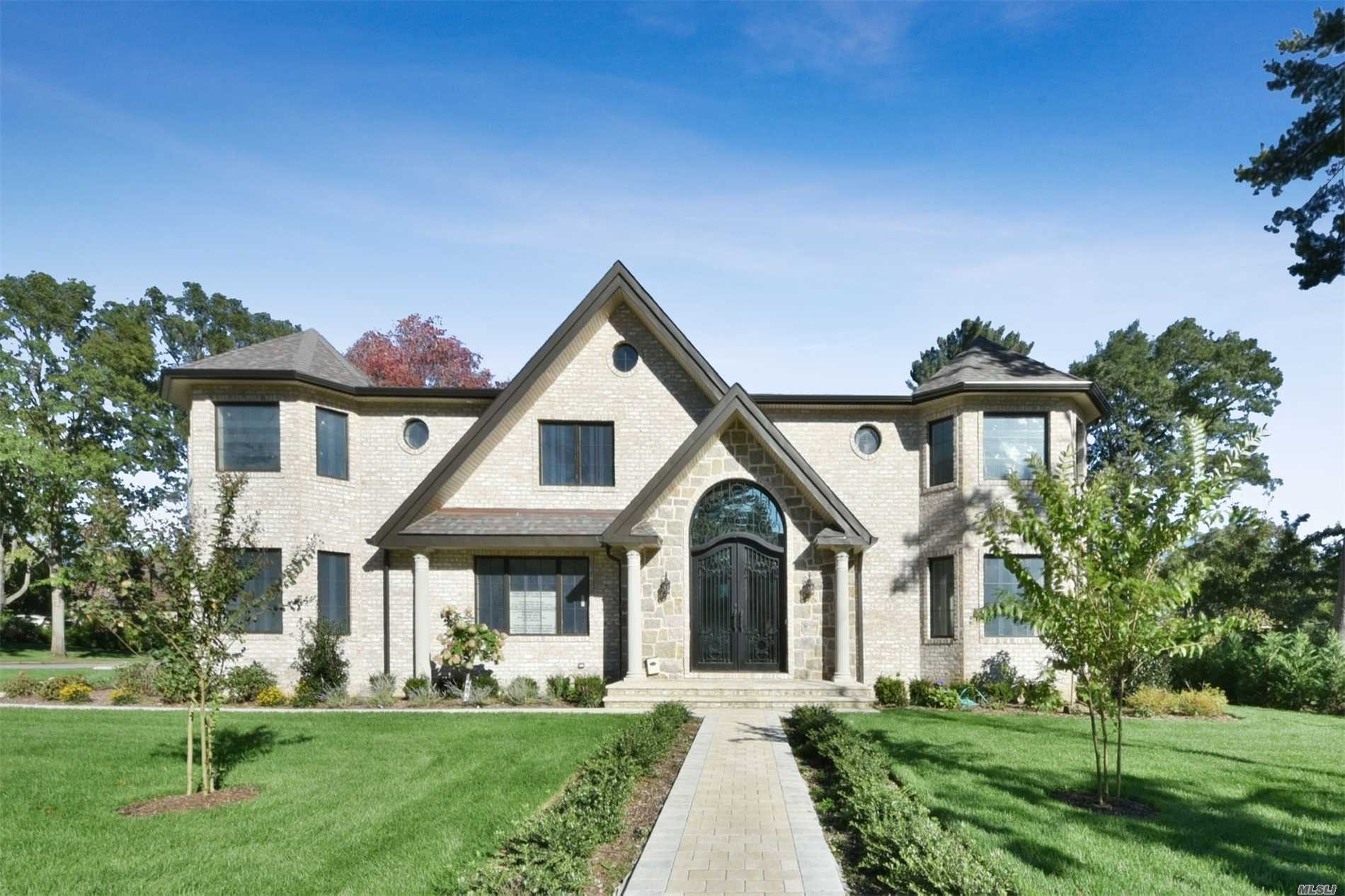 Residenziale in 61 Shadetree Ln, Roslyn Heights, NY ,11577