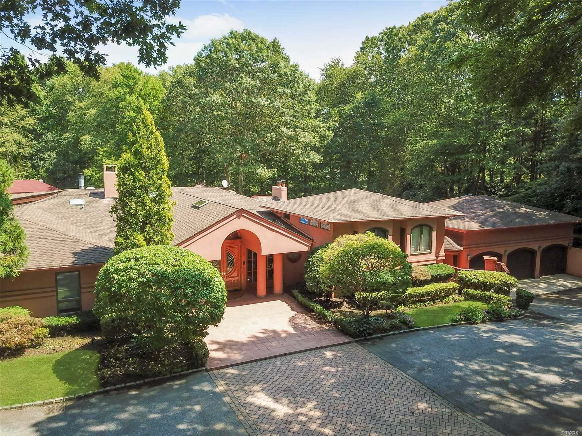 Residenziale in 12 Timber Ridge Dr, Laurel Hollow, NY ,11771