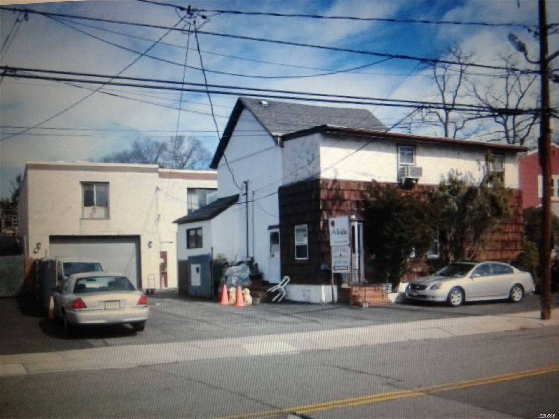 Acquisto commerciale in 283 Hendrickson Ave, Lynbrook, NY ,11563