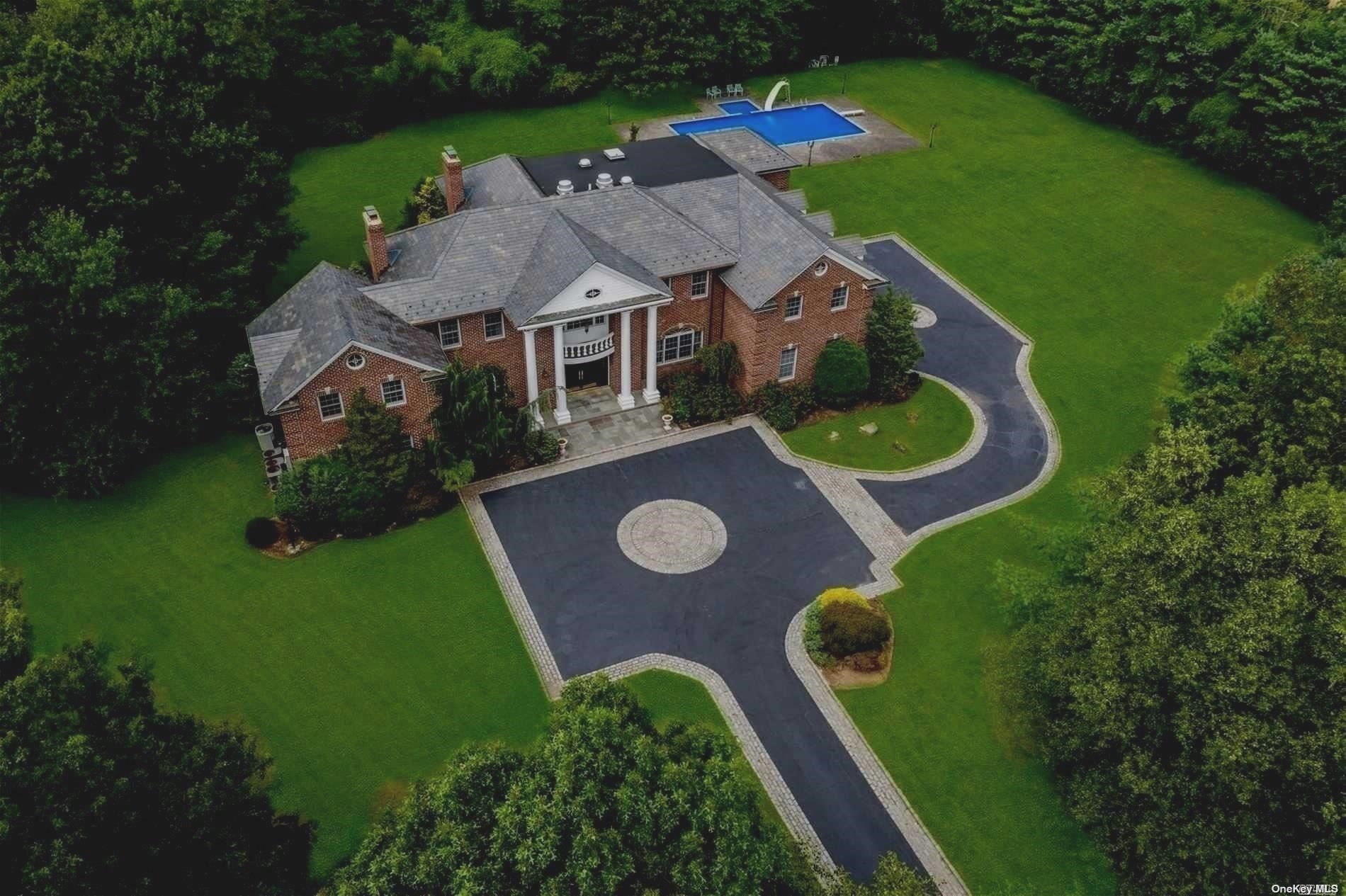 Residenziale in 9 Windsor Dr, Muttontown, NY ,11753