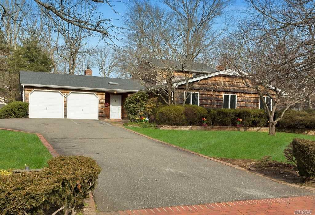 Residenziale in 21 Gallatin Dr, Dix Hills, NY ,11746