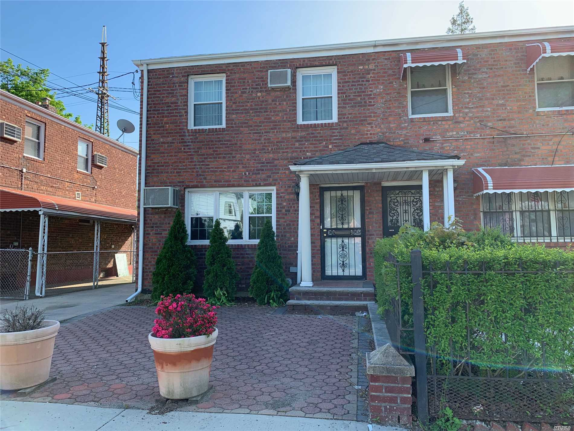 Residenziale in 113-10 Dunkirk St, St. Albans, NY ,11412