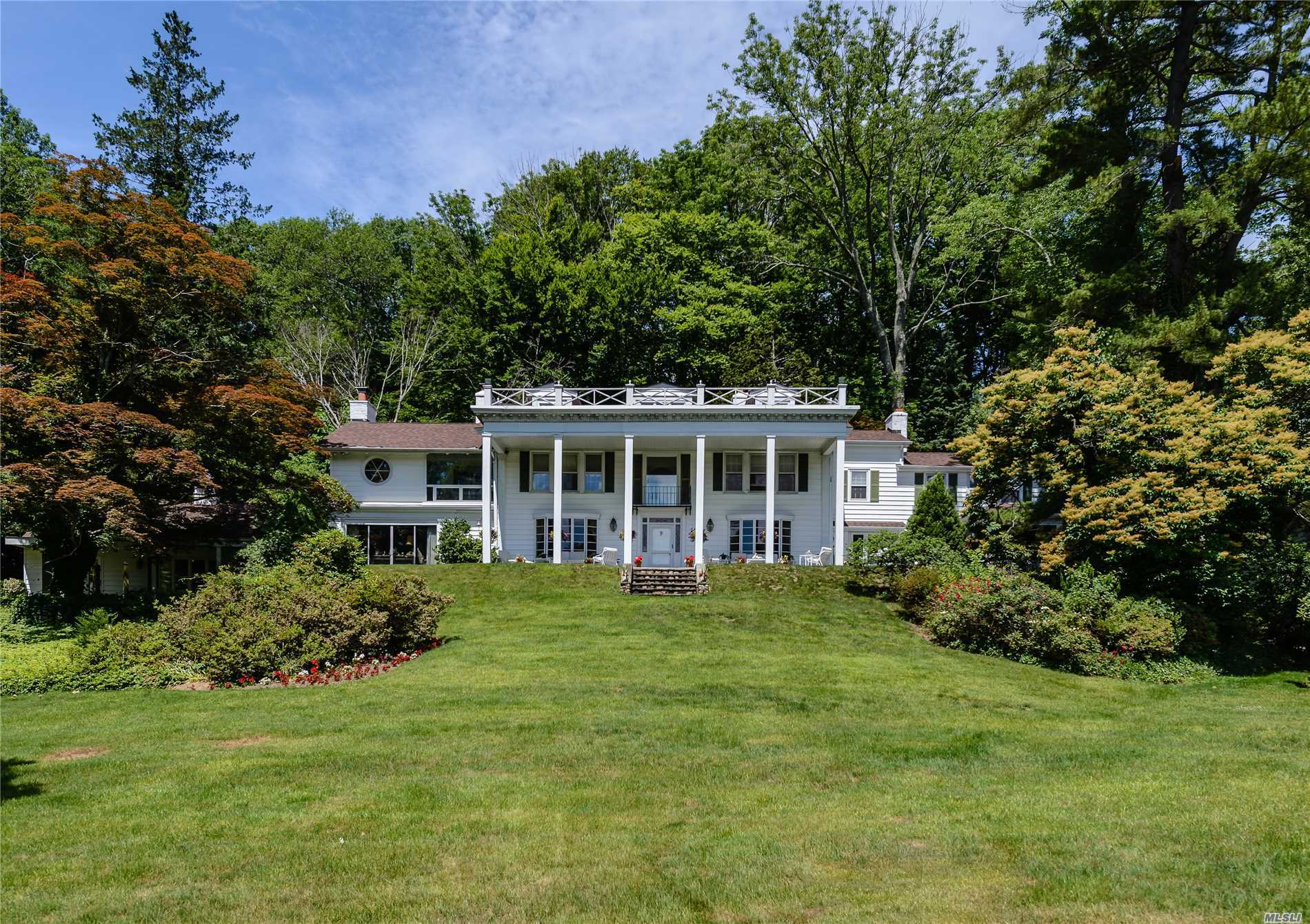 Residenziale in 450 Oyster Bay Rd, Locust Valley, NY ,11560