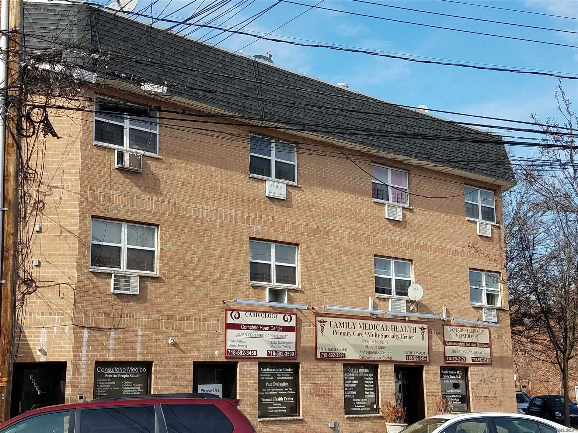 Acquisto commerciale in 104-27 Corona Ave St, Corona, NY ,11368