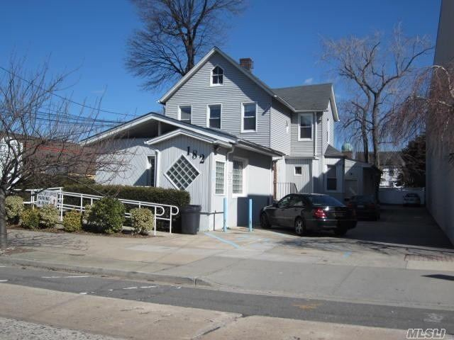 Acquisto commerciale in 182 Earle Ave, Lynbrook, NY ,11563