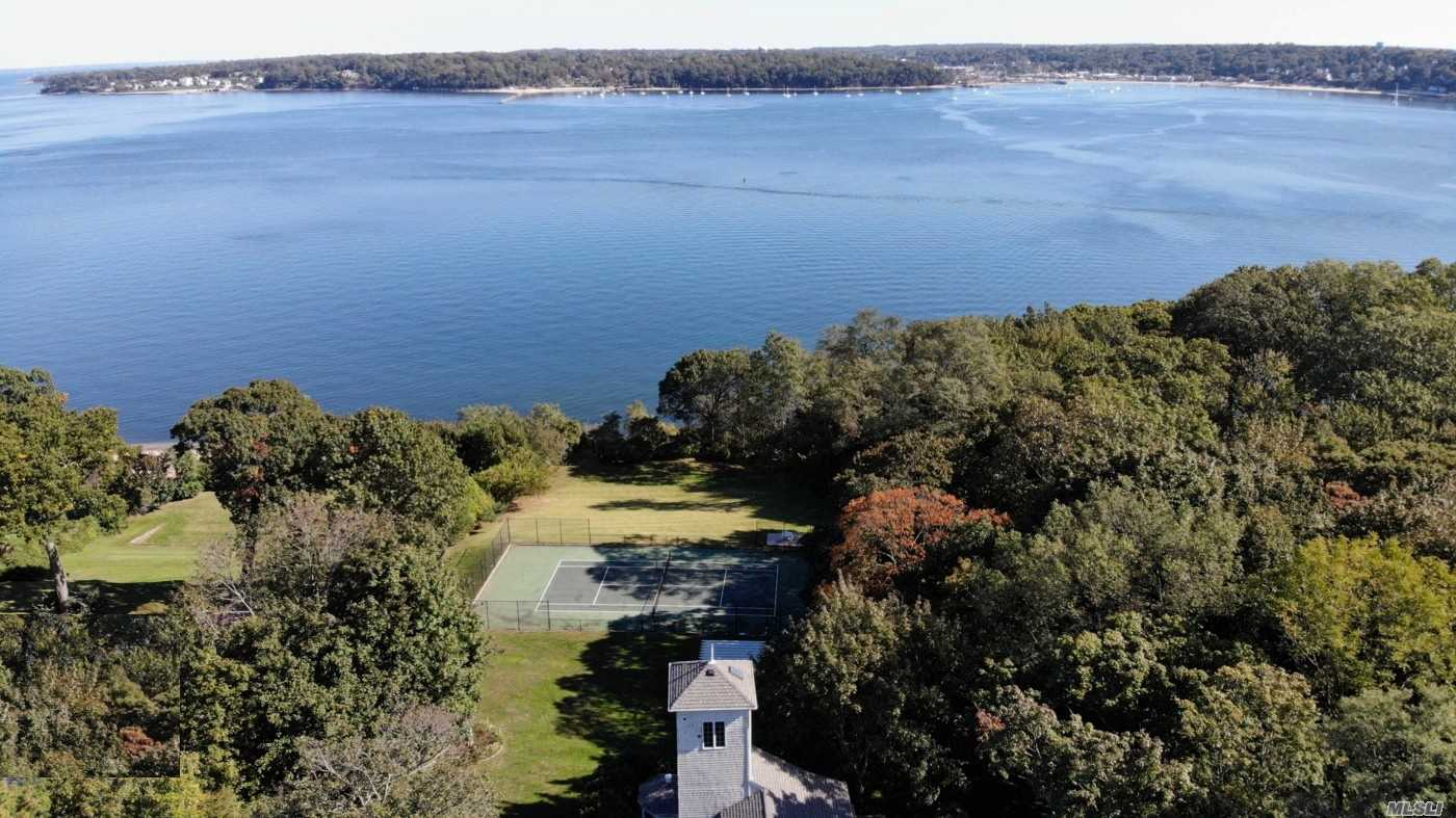 Residenziale in 46 Forest Dr, Port Washington, NY ,11050
