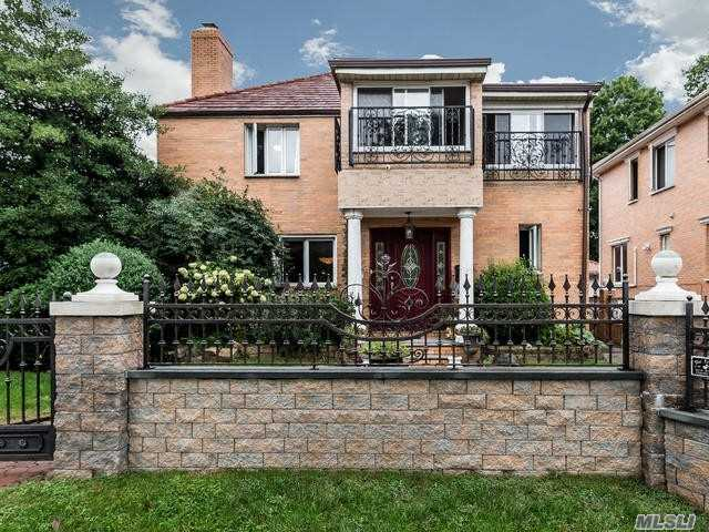 Residenziale in 216-05 85th Ave, Hollis Hills, NY ,11427