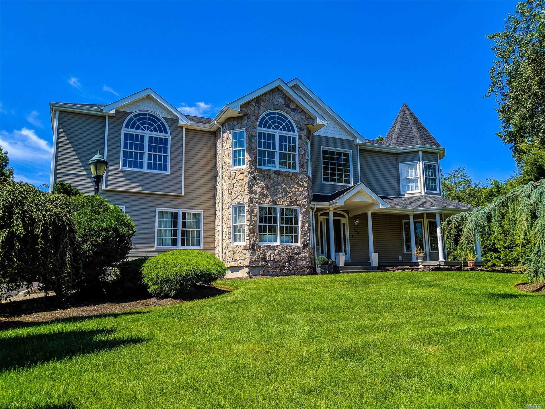 Residenziale in 146 Hickory S St, Pt.Jefferson Sta, NY ,11776