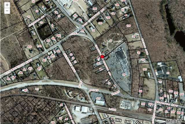 Acquisto commerciale in 35 Eastport Manor Rd, Eastport, NY ,11941