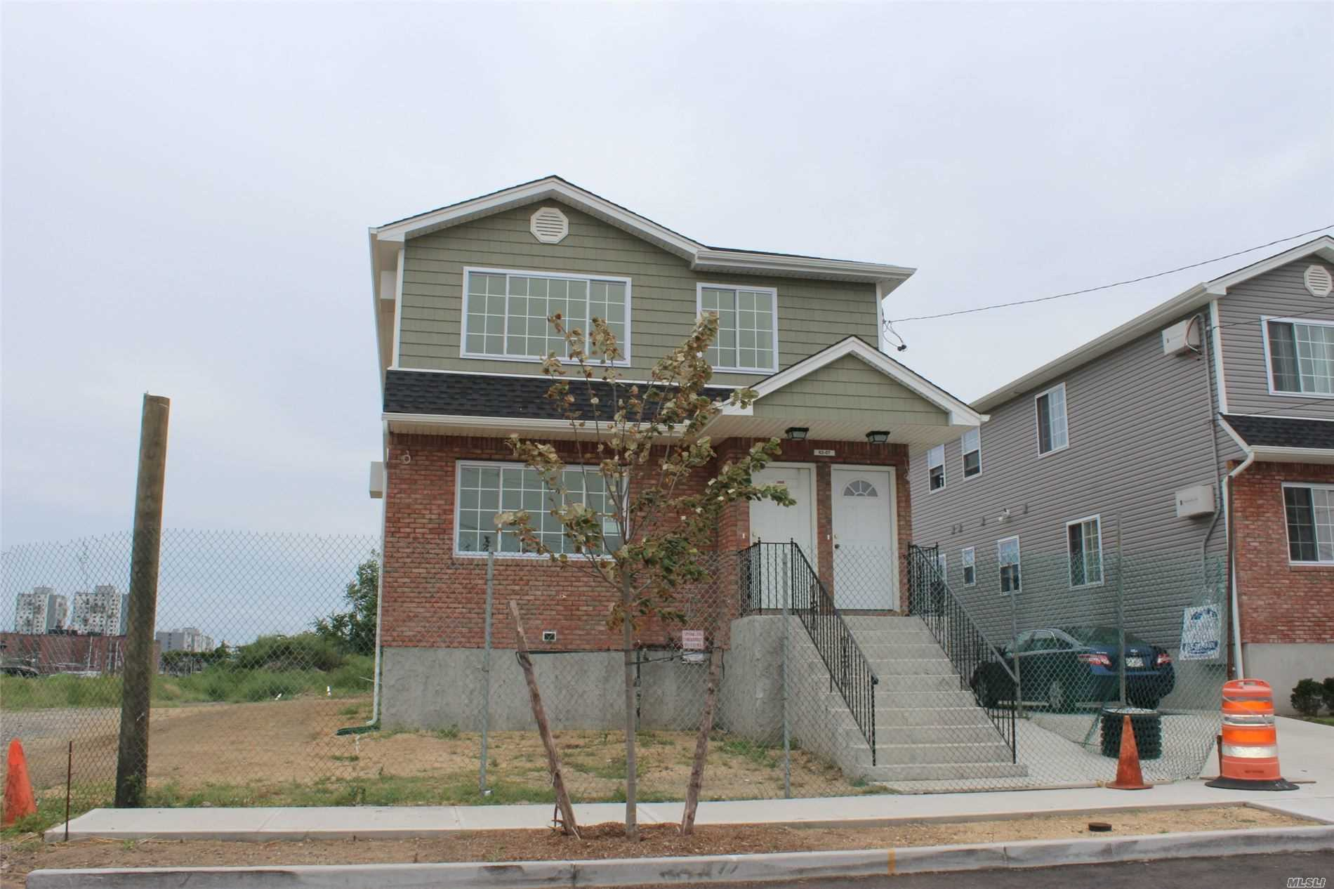 Residenziale in 6246 Hillmeyer Rd, Arverne, NY ,11692