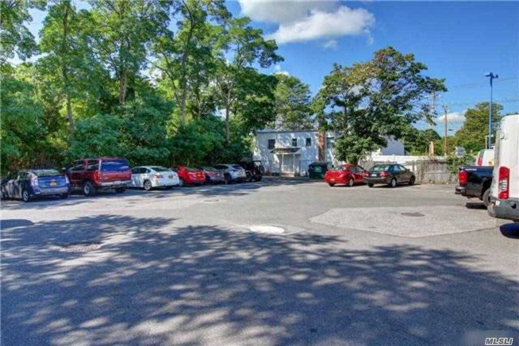 Acquisto commerciale in 2025 Brentwood Rd, Brentwood, NY ,11717