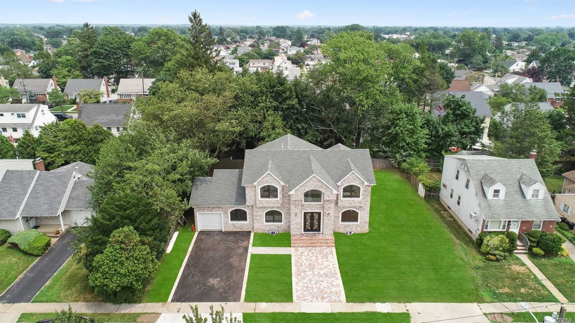 Residenziale in 39 Pine St, Hicksville, NY ,11801