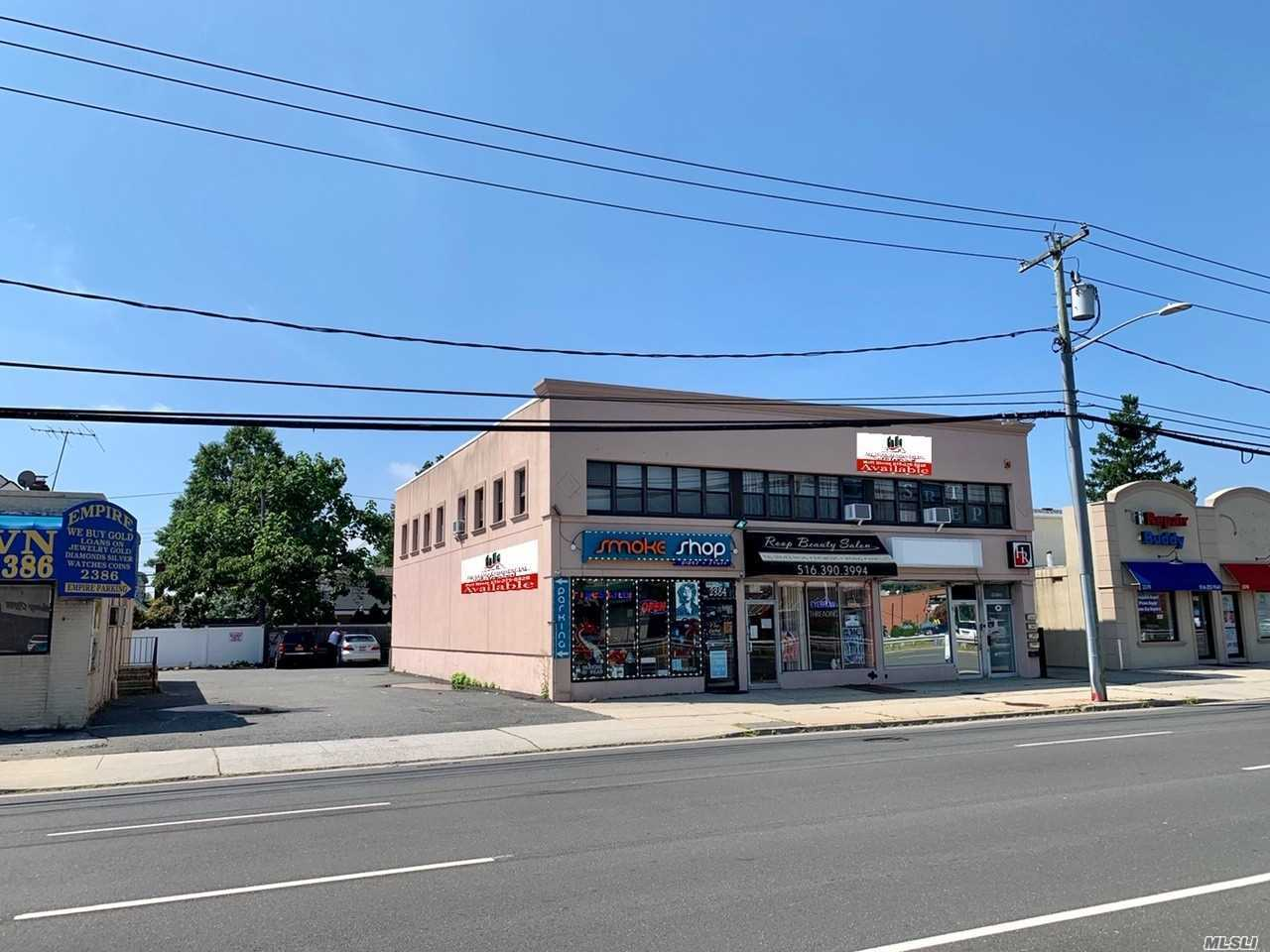 Acquisto commerciale in 2380 Hempstead Tpke, East Meadow, NY ,11554