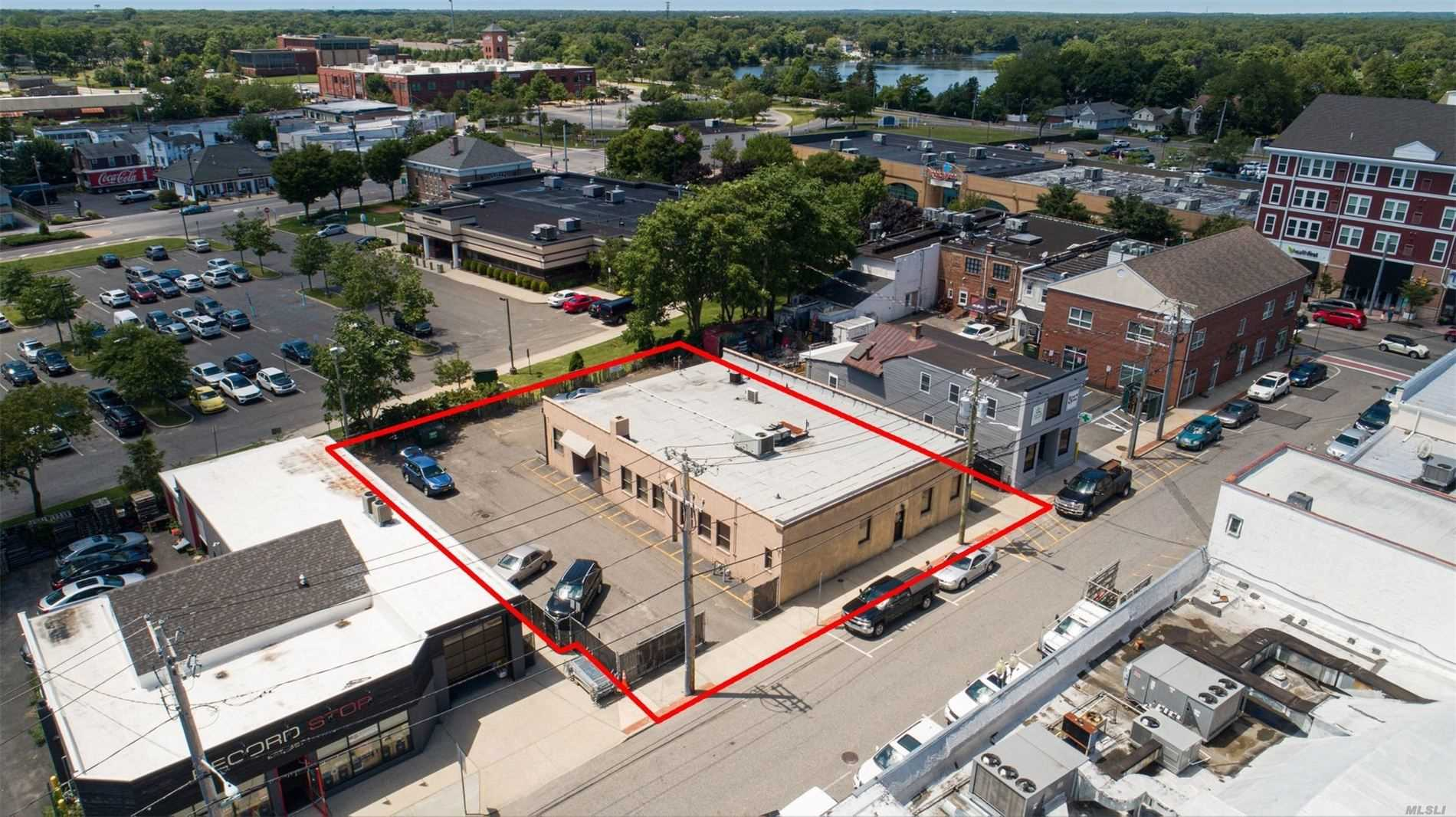 Acquisto commerciale in 24 Railroad Ave, Patchogue, NY ,11772