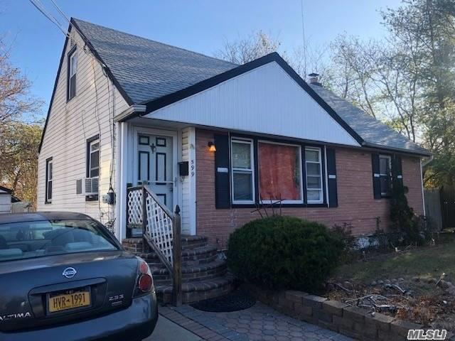 Residenziale in 599 Mitchell St, Uniondale, NY ,11553