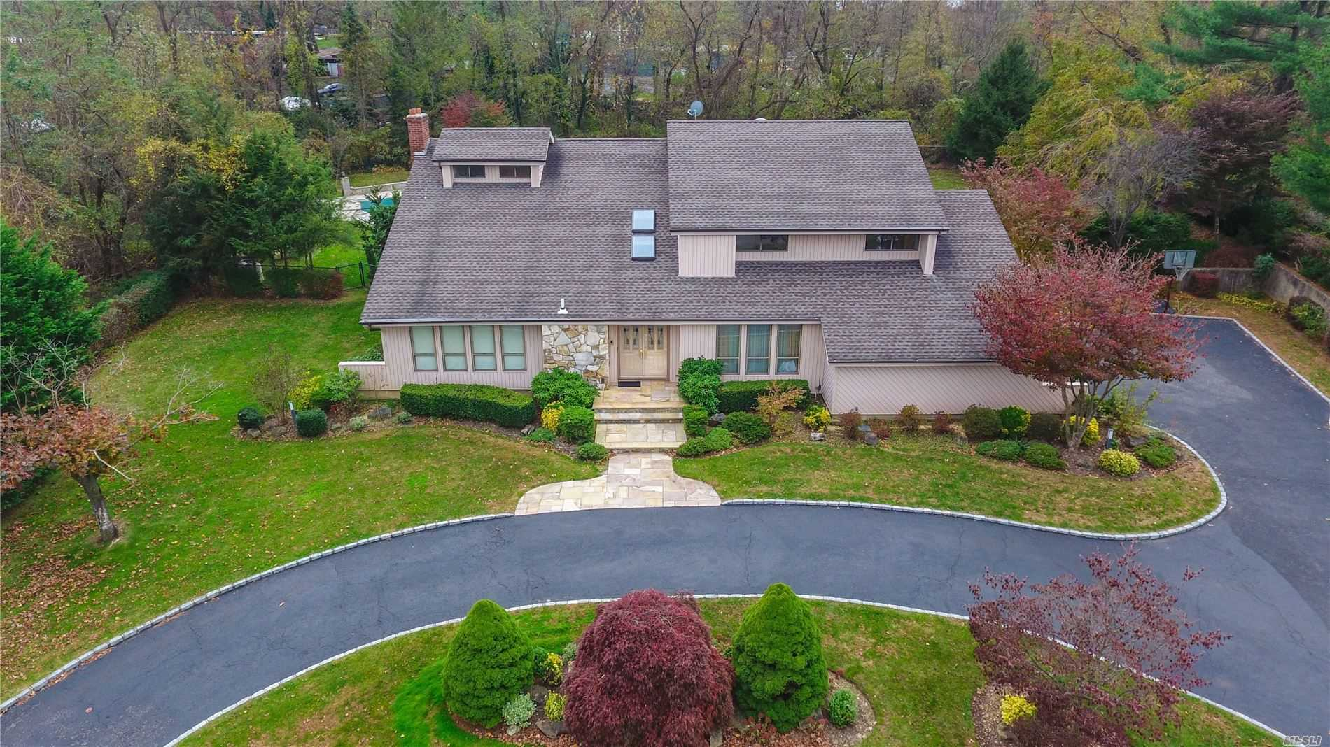 Residenziale in 41 Louis Dr, Melville, NY ,11747