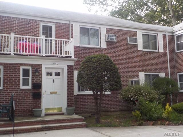 Appartamento in vendita in 255-21 74th Ave, Glen Oaks, NY ,11004