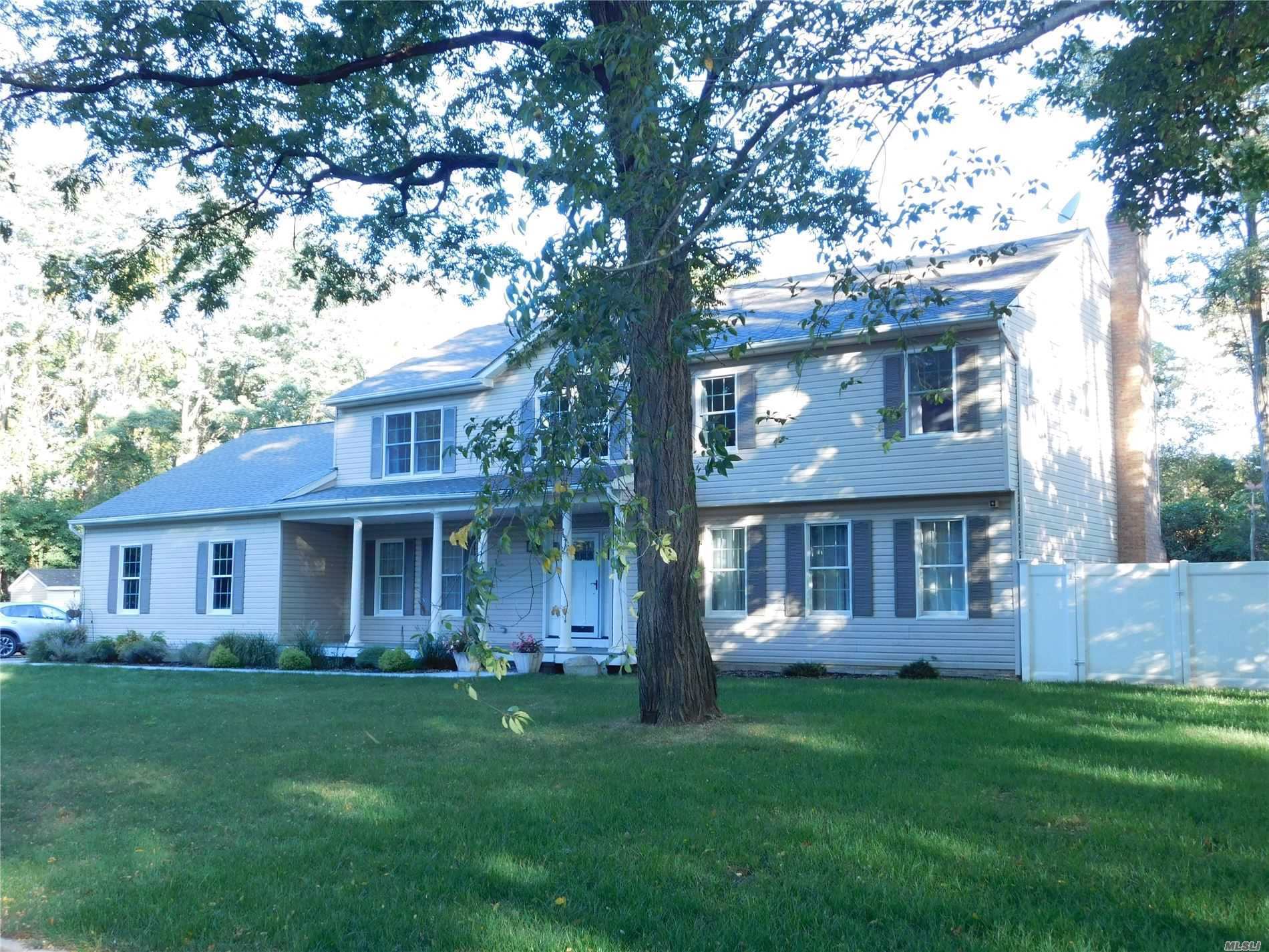 Residenziale in 35 Niagara St, Miller Place, NY ,11764