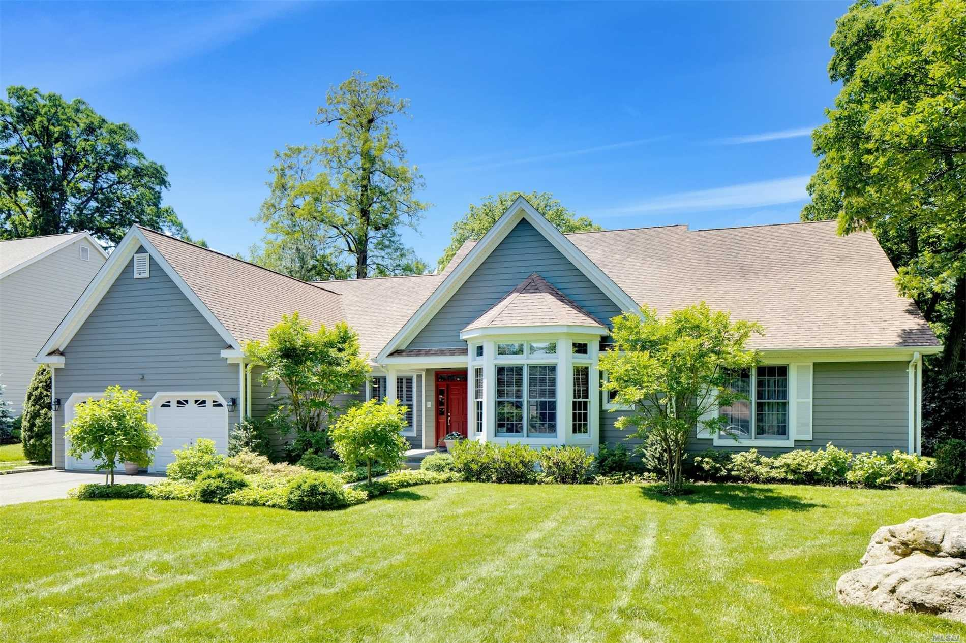 Residenziale in 10 Tappanwood Dr, Locust Valley, NY ,11560
