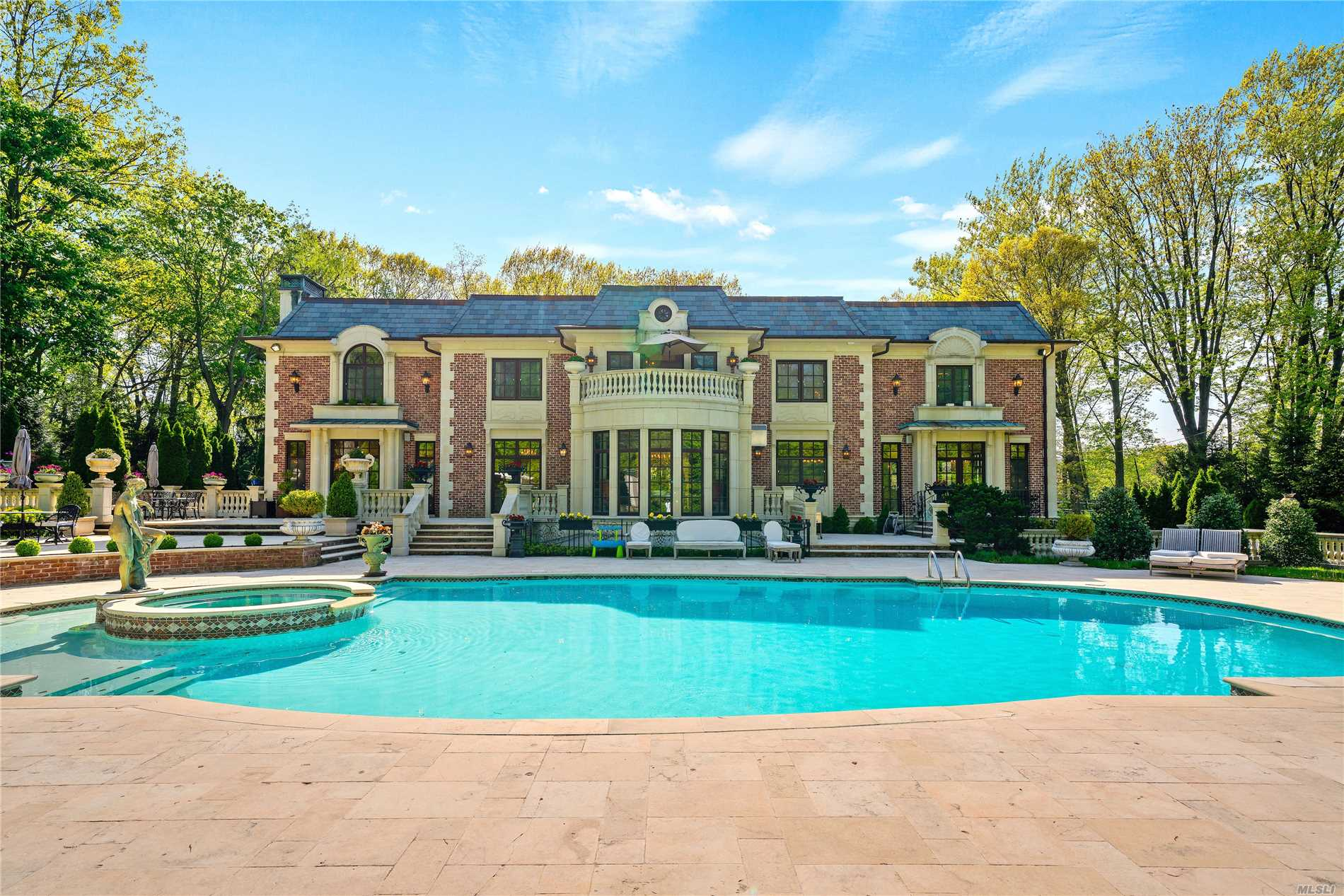 Residenziale in 211 Kings Point Rd, Great Neck, NY ,11024
