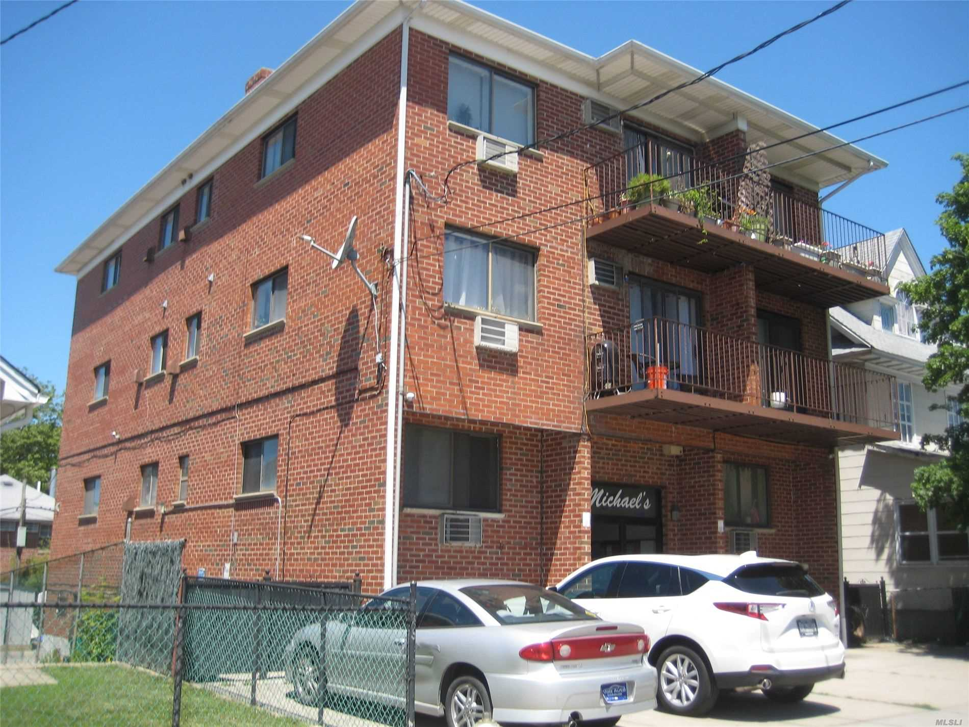 Acquisto commerciale in 23-38 College Point Blvd, College Point, NY ,11356