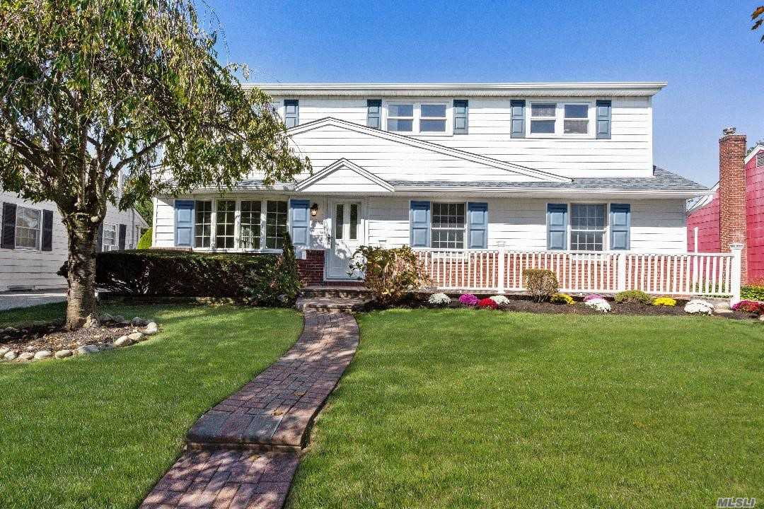 Residenziale in 158 Andrew Ave, East Meadow, NY ,11554