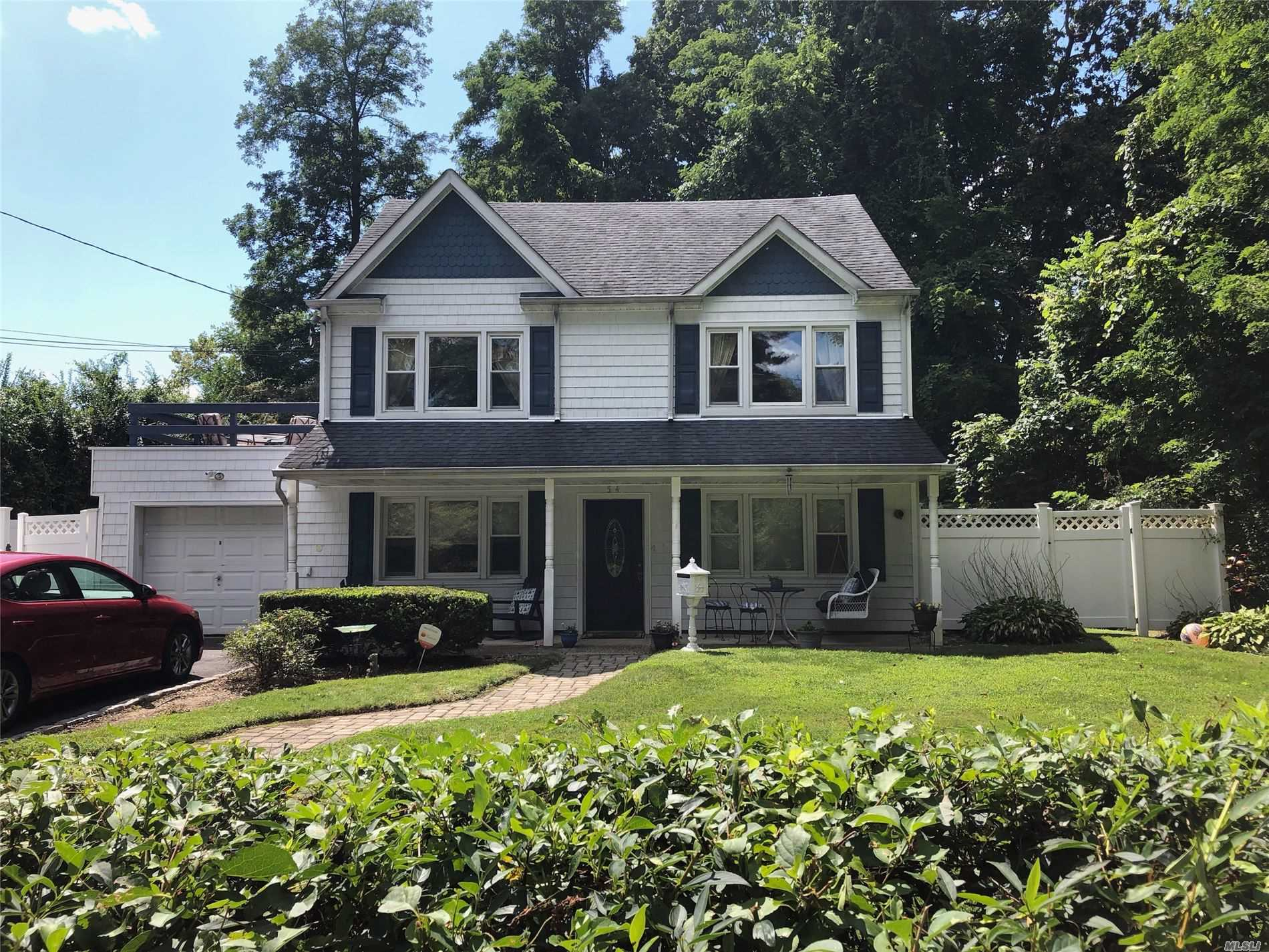 Residenziale in 54 Brown Blvd, Wheatley Heights, NY ,11798