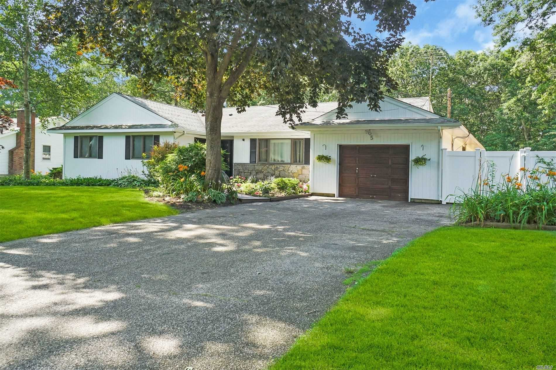 Residenziale in 5 Circle Pl, Speonk, NY ,11972