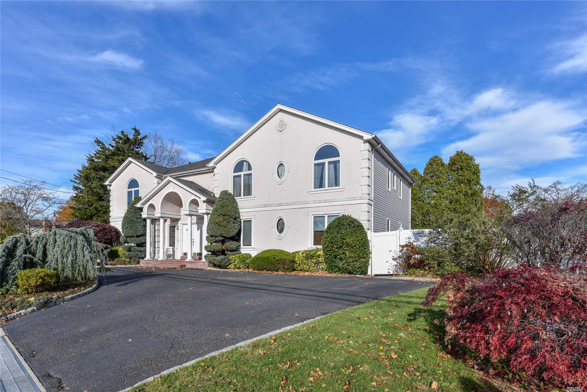 Residenziale in 96 Southern Pkwy, Plainview, NY ,11803