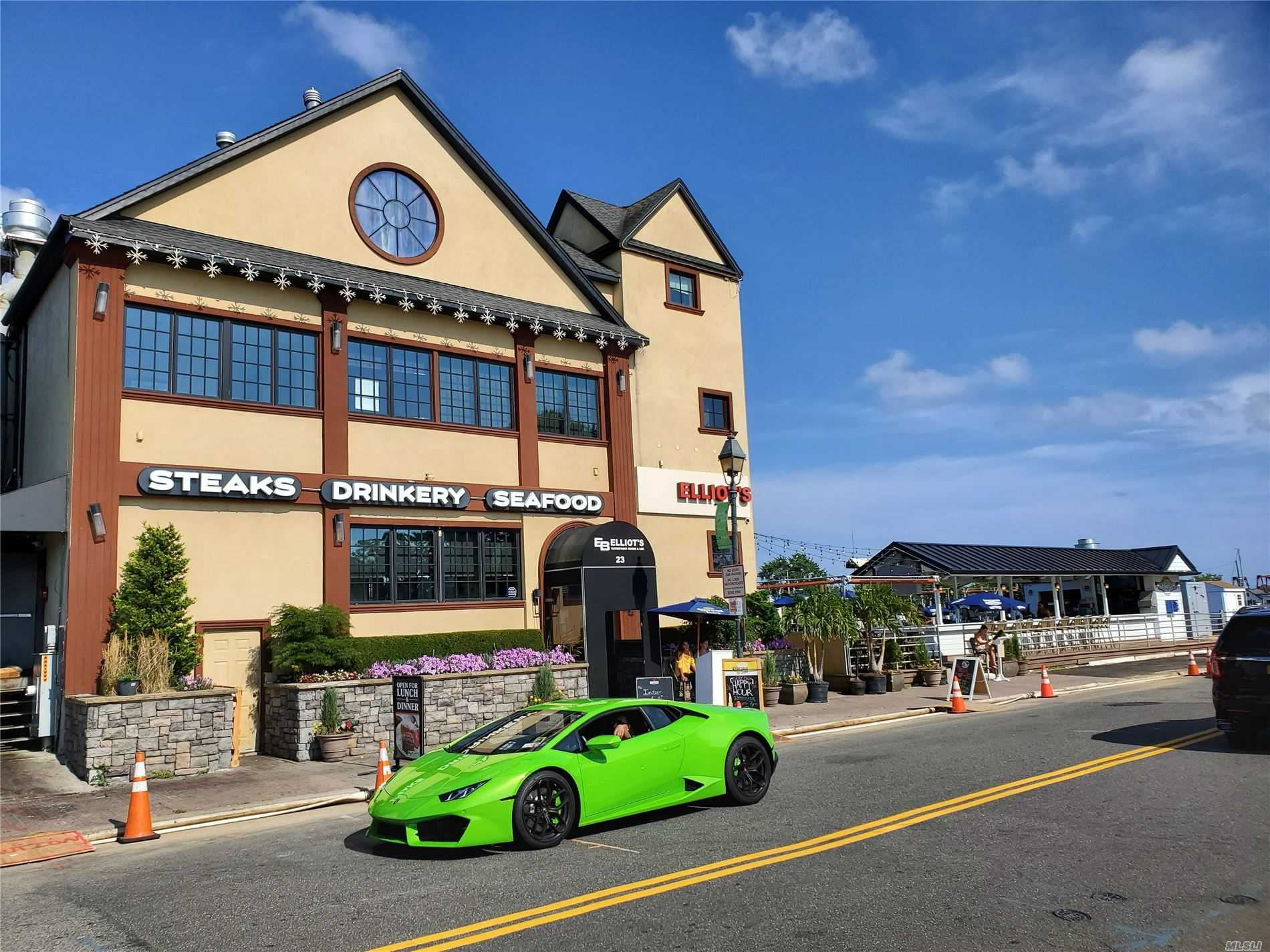 Acquisto commerciale in 23 Woodcleft Ave, Freeport, NY ,11520