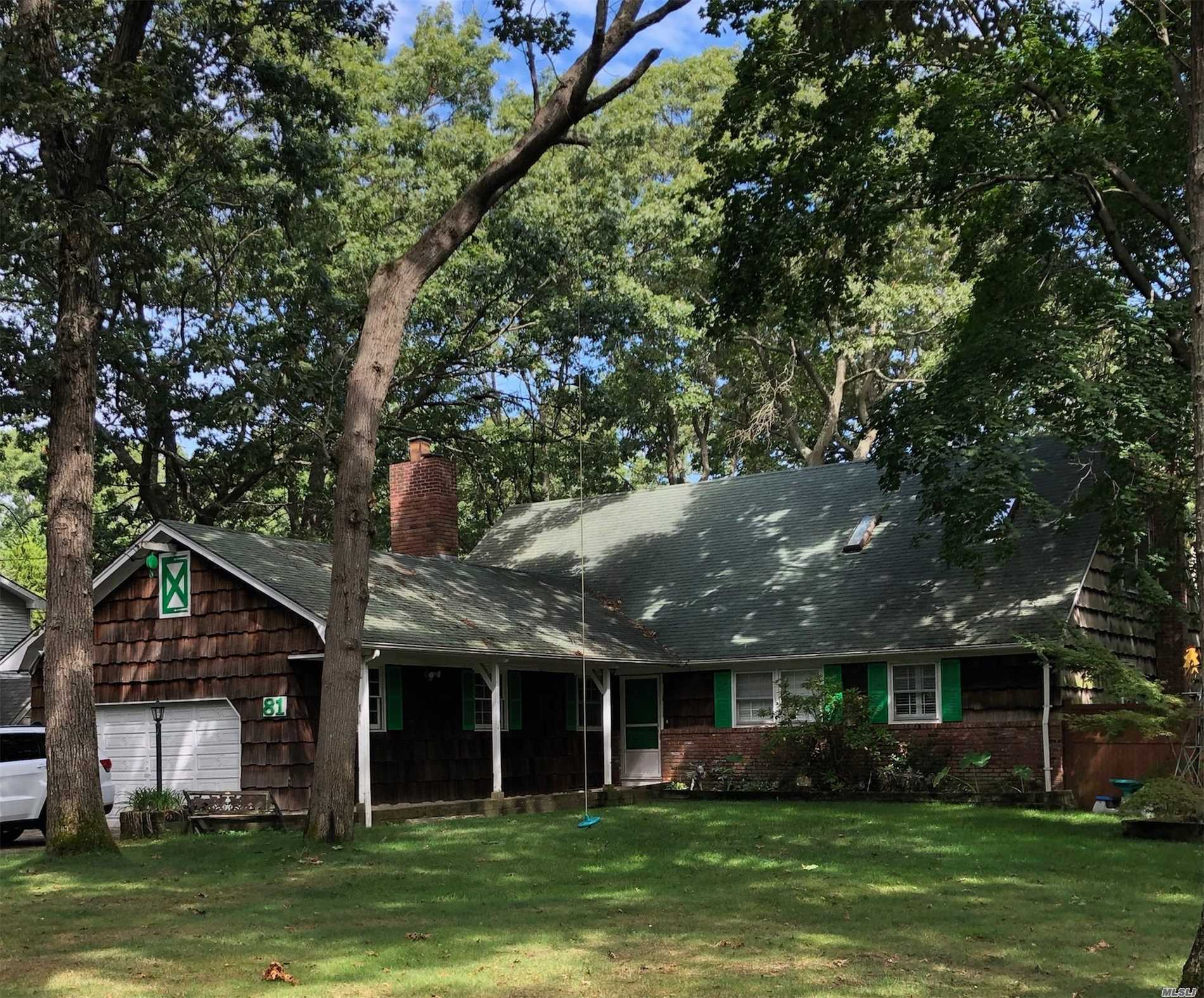 Residenziale in 81 Timberpoint Cres, Great River, NY ,11739