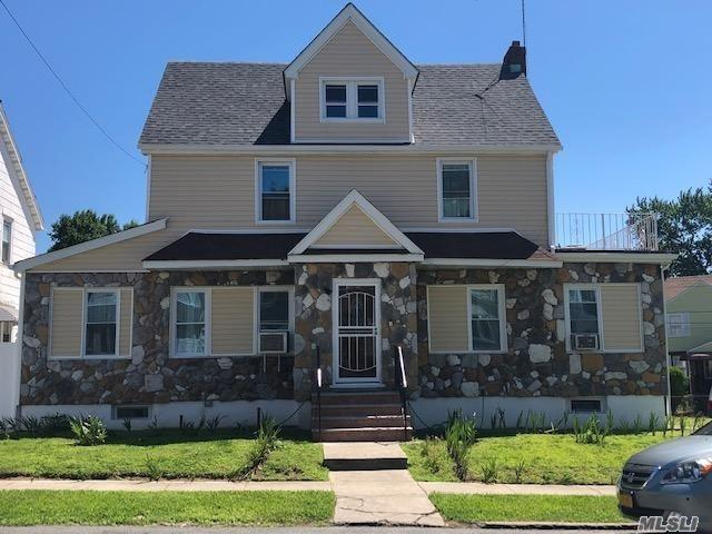 Residenziale in 11527 210th St, Cambria Heights, NY ,11411