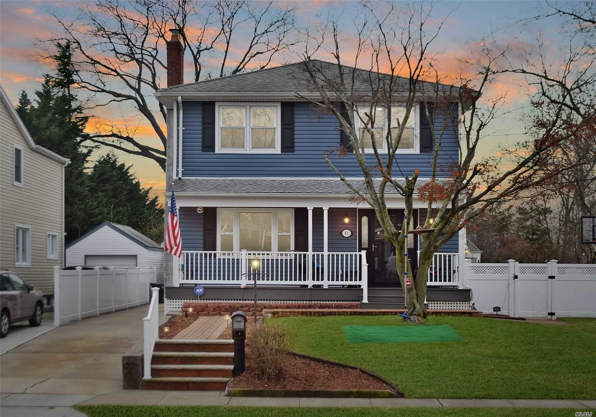Residenziale in 91 Scarcliffe Dr, Malverne, NY ,11565
