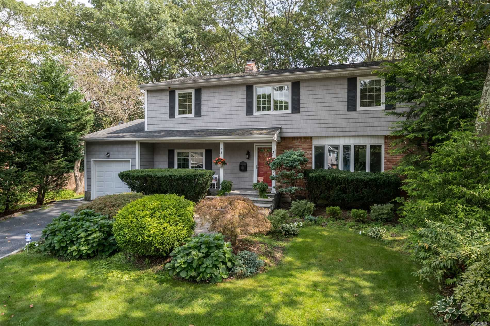 Residenziale in 8 Lucille Ln, Old Bethpage, NY ,11804