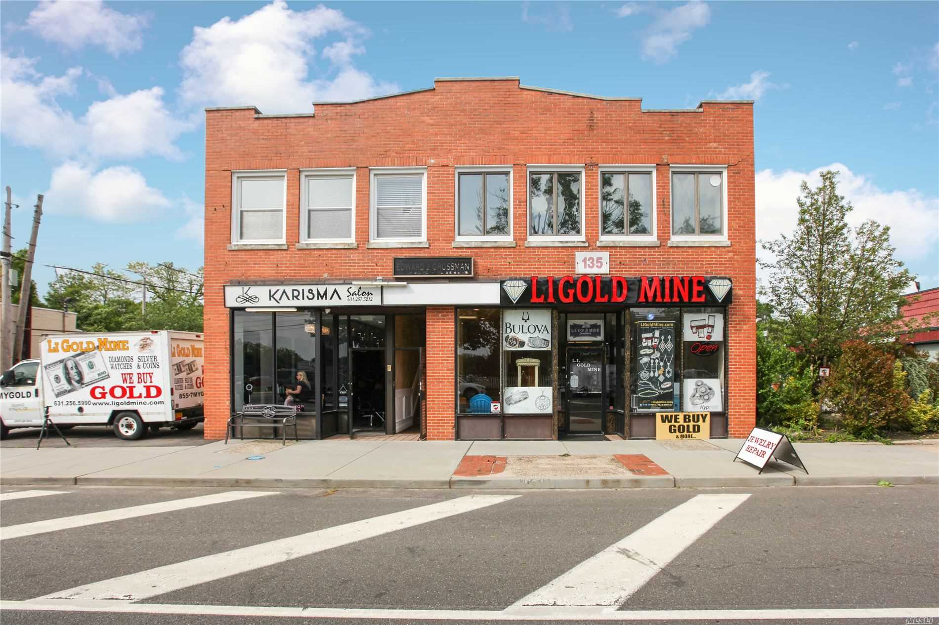Acquisto commerciale in 135 Main W St, Smithtown, NY ,11787