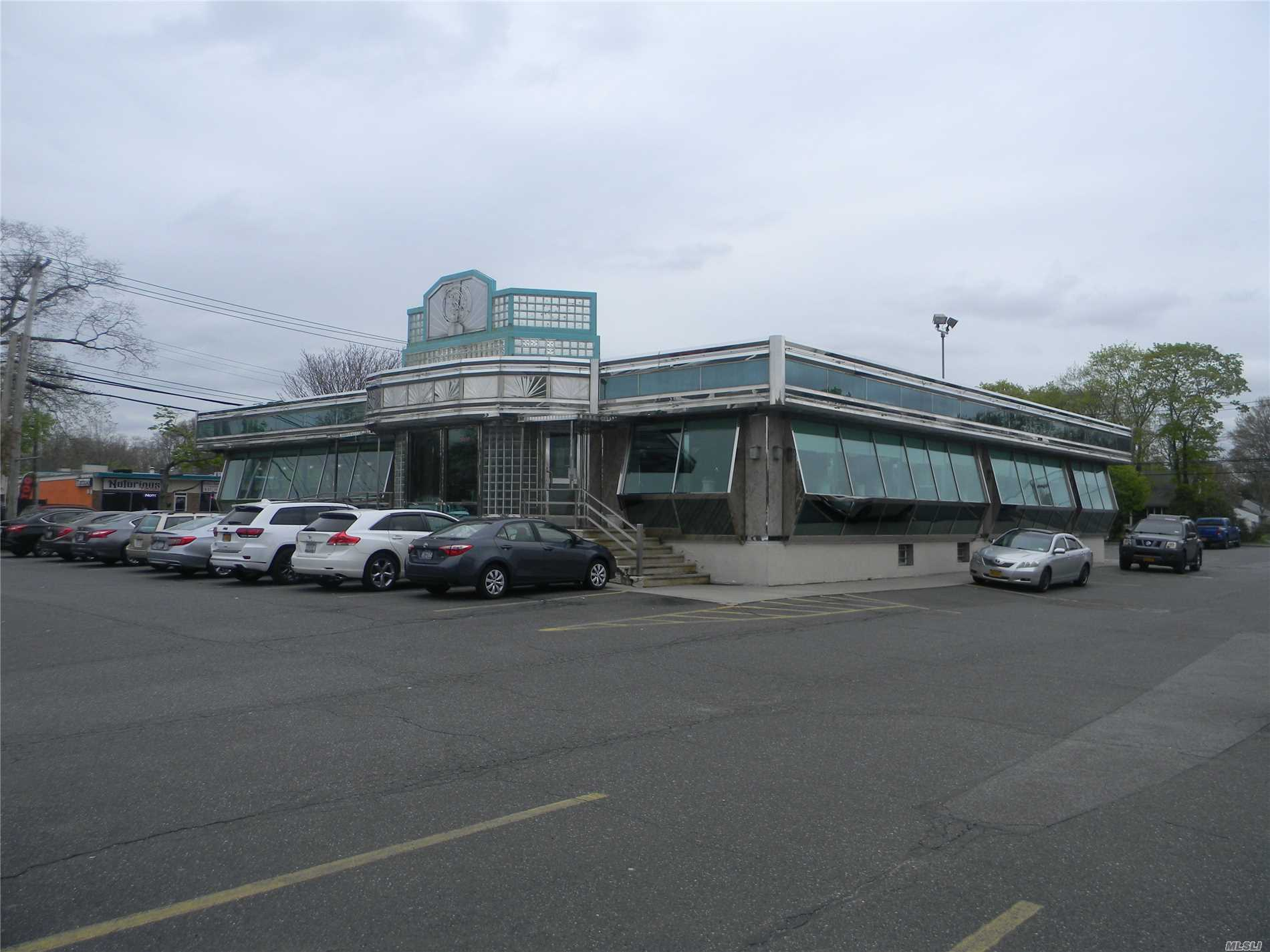 Acquisto commerciale in 2101 Middle Country Rd, Centereach, NY ,11720