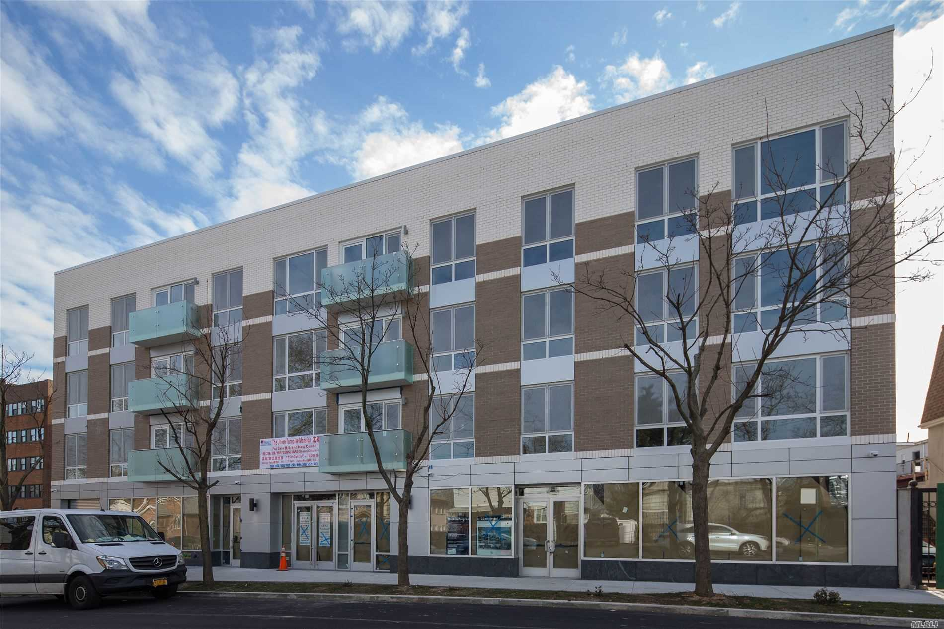 Acquisto commerciale in 158-15 Union Turnpike, Kew Garden Hills, NY ,11367