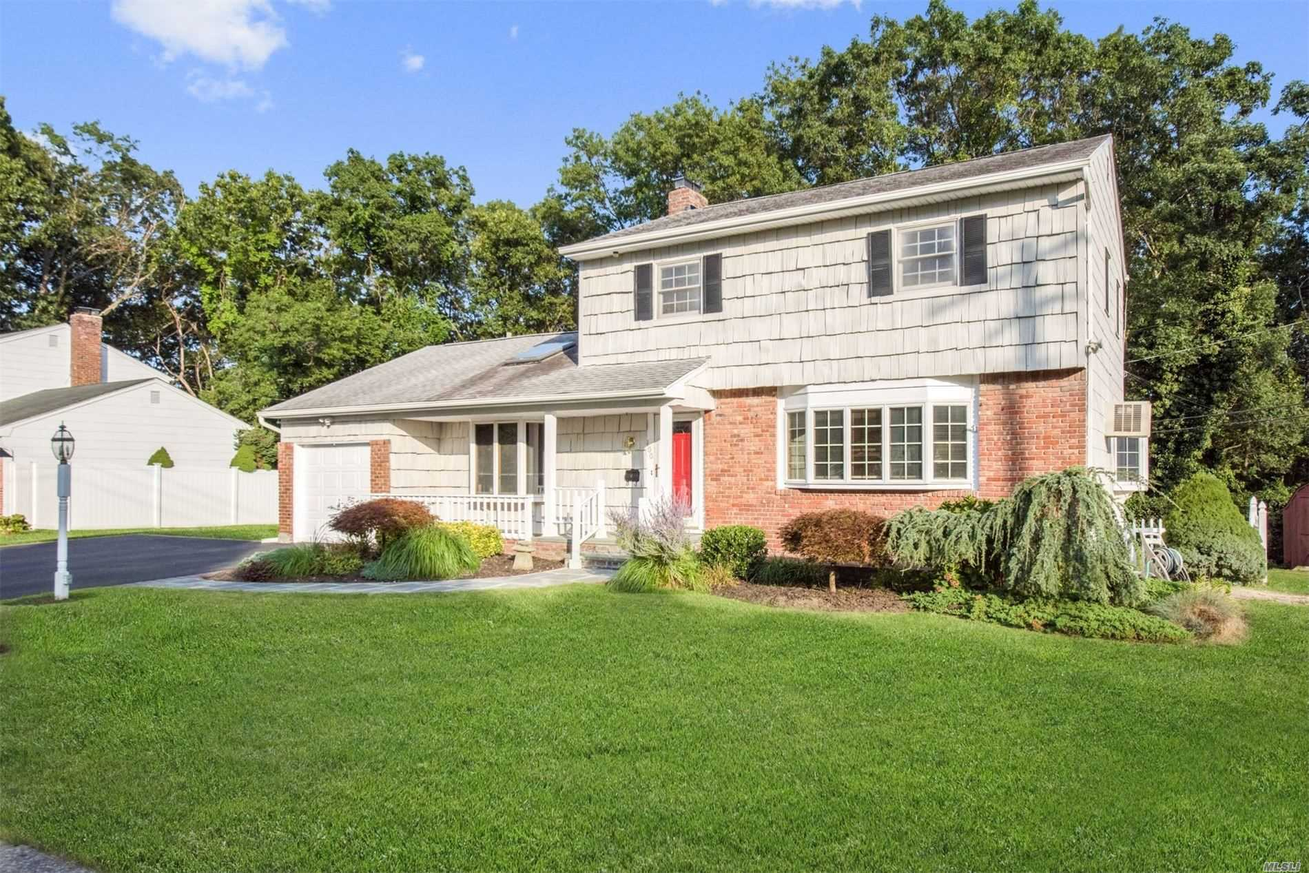 Residenziale in 100 Gerald Ln, Old Bethpage, NY ,11804