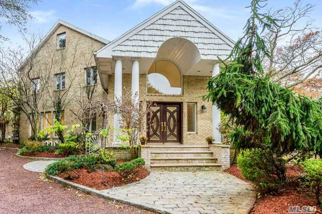Residenziale in 181 Briarwood Xing, Lawrence, NY ,11559