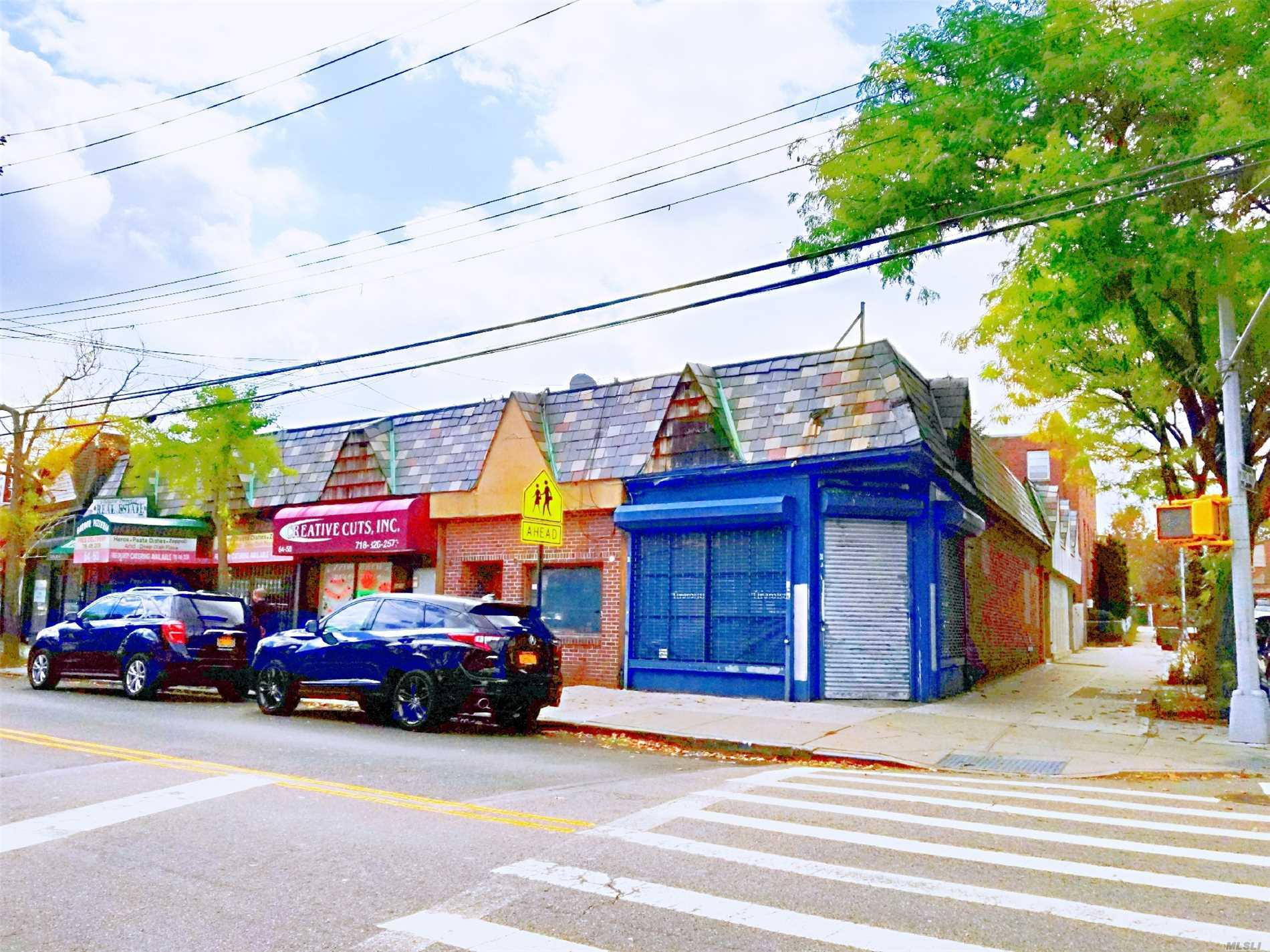 Acquisto commerciale in 64-54 Dry Harbor Rd, Middle Village, NY ,11379