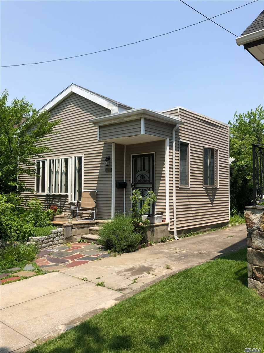 Residenziale in 320 Beach 148th St, Neponsit, NY ,11694