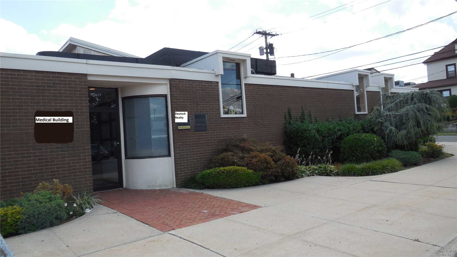 Acquisto commerciale in 14 Maple St, Port Washington, NY ,11050