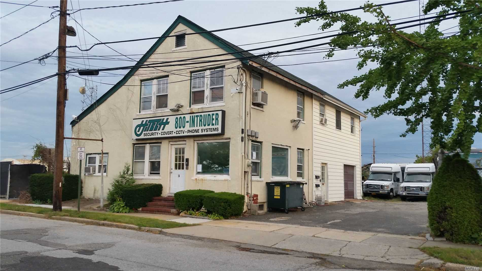 Acquisto commerciale in 16 Rocklyn Ave, Lynbrook, NY ,11563