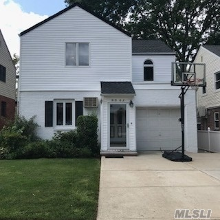 Residenziale in 80-62A 214th St, Hollis Hills, NY ,11427
