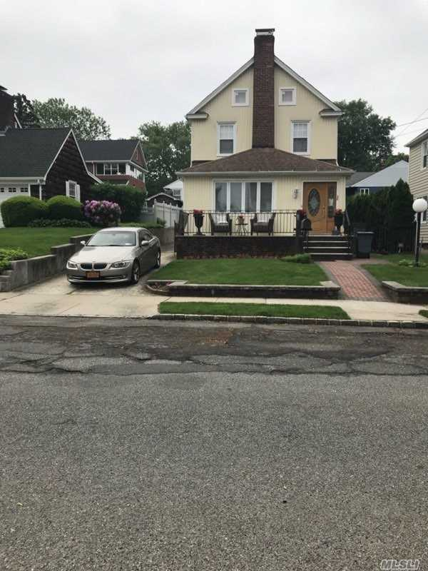 Residenziale in 28 Highland Pl, Great Neck, NY ,11020